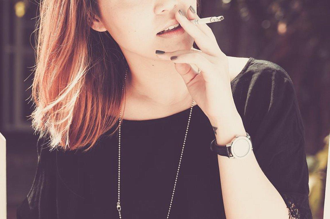 woman-smok_252863_157915_type13262